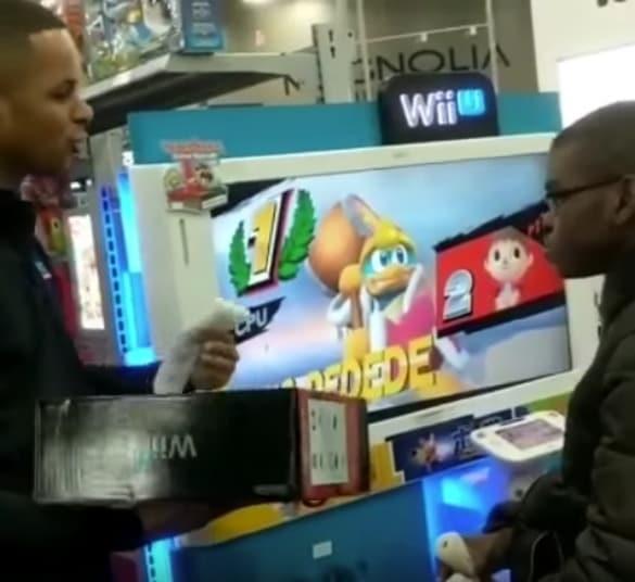 Empleados de Best Buy regalan Wii U a niño. Pulzo.com