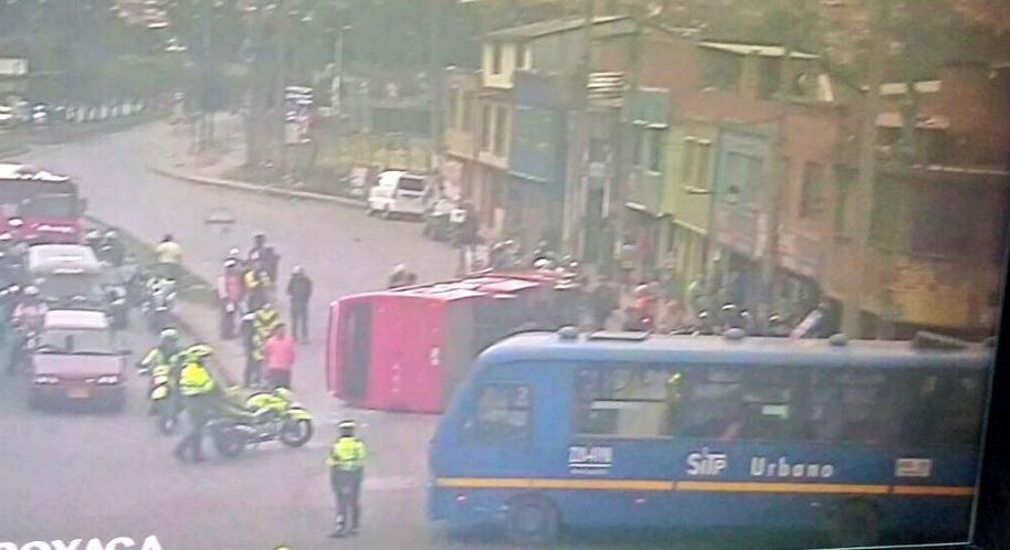 Accidente entre bus tradicional y SITP