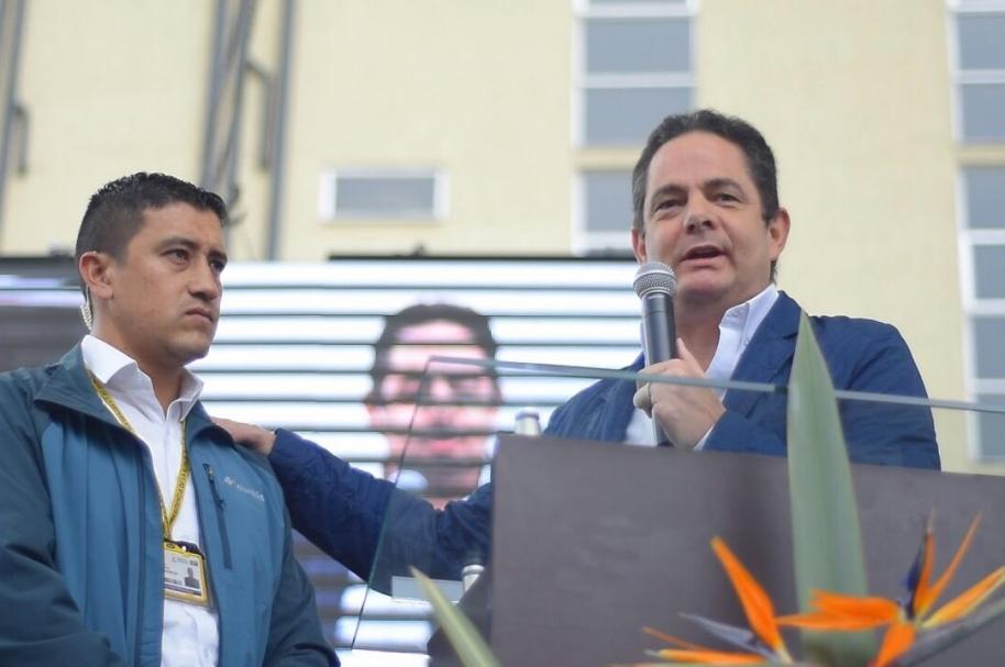 Germán Vargas Lleras con su escolta