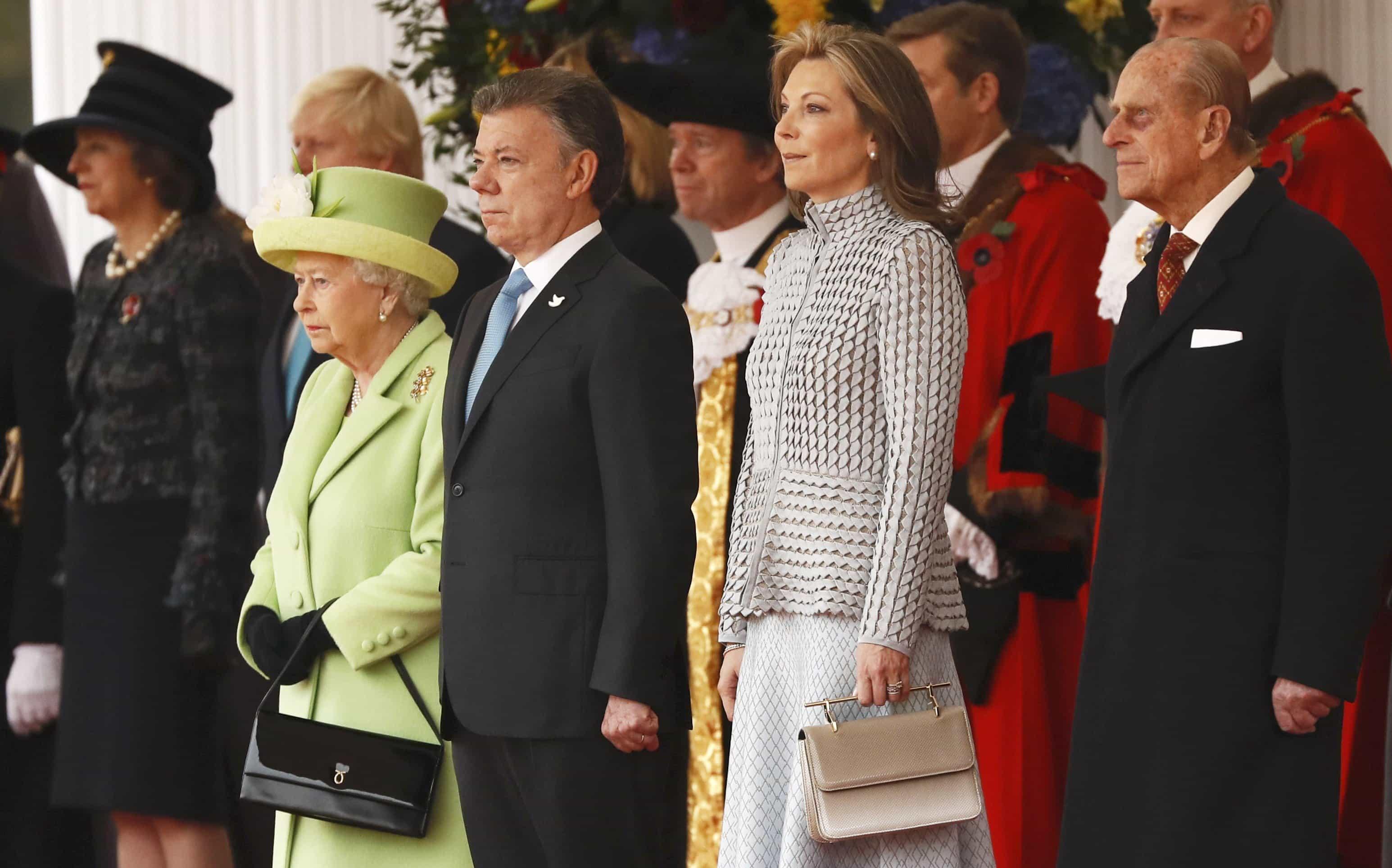 Reina Isabel II, Juan Manuel Santos y María Clemencia Rodríguez de Santos