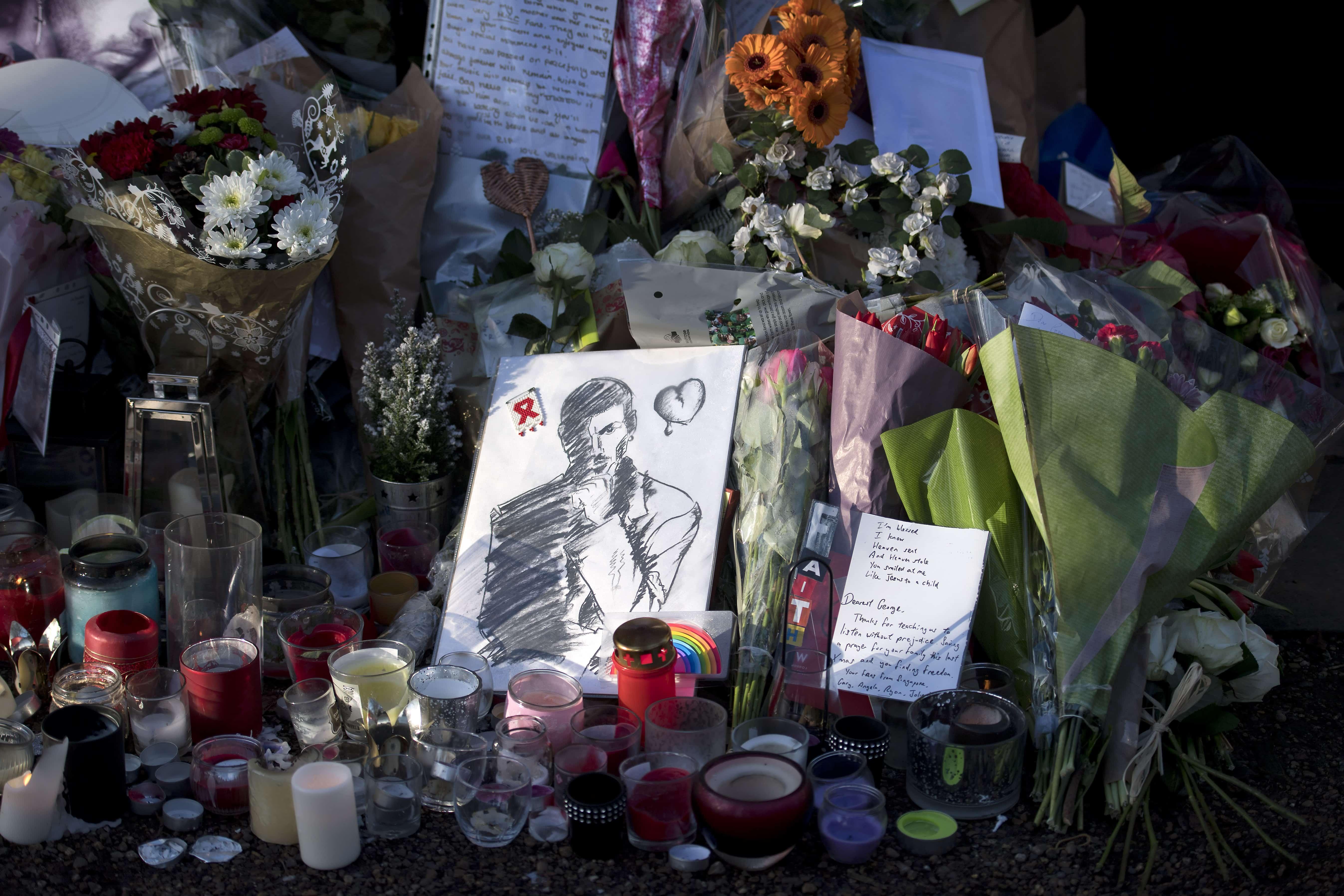Flores frente a la casa de George Michael