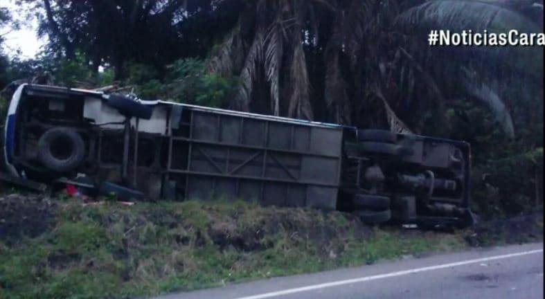 Bus accidentado en Puerto Salgar, Cundinamarca