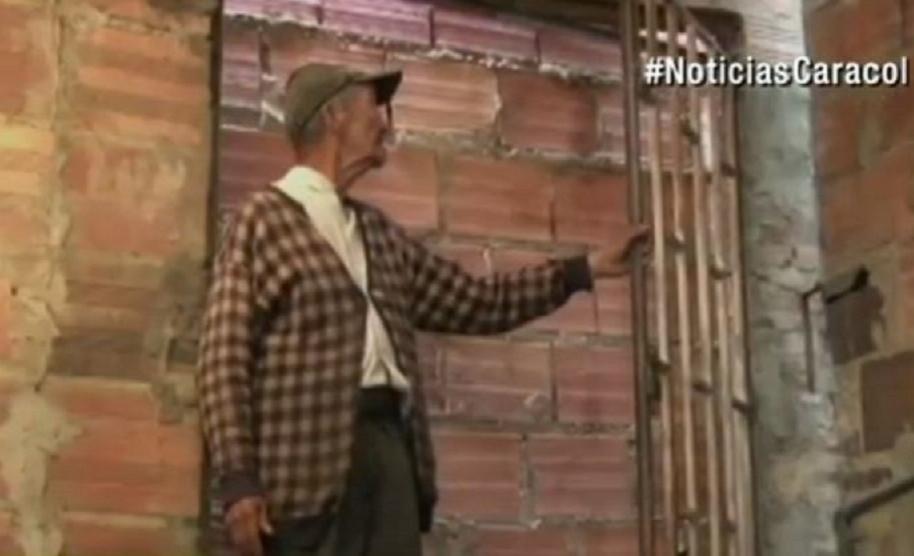Con un muro de concreto quedó tapada la entrada de la casa