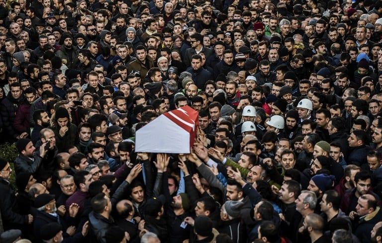 Ataúd de víctima de atentado en Turquía. Pulzo.com