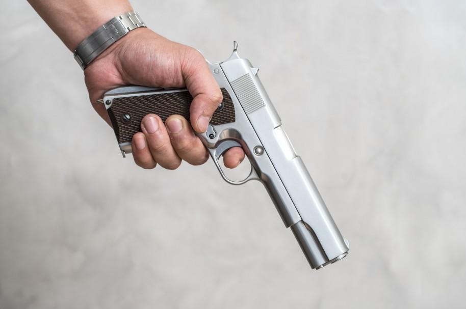 Hombre con arma. Pulzo.com