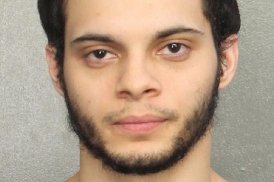 Esteban Santiago Ruiz, el atacante