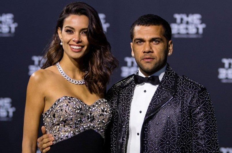 Dani Alves y novia