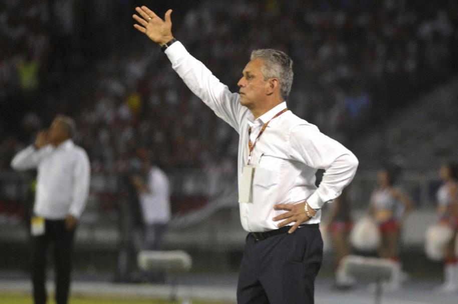 Reinaldo Rueda en el estadio Metropolitano
