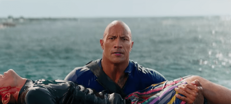 Dwayne Johnson en 'Baywatch'. Pulzo.com