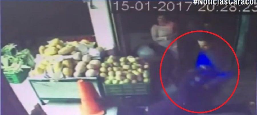 Policía golpea a su esposa