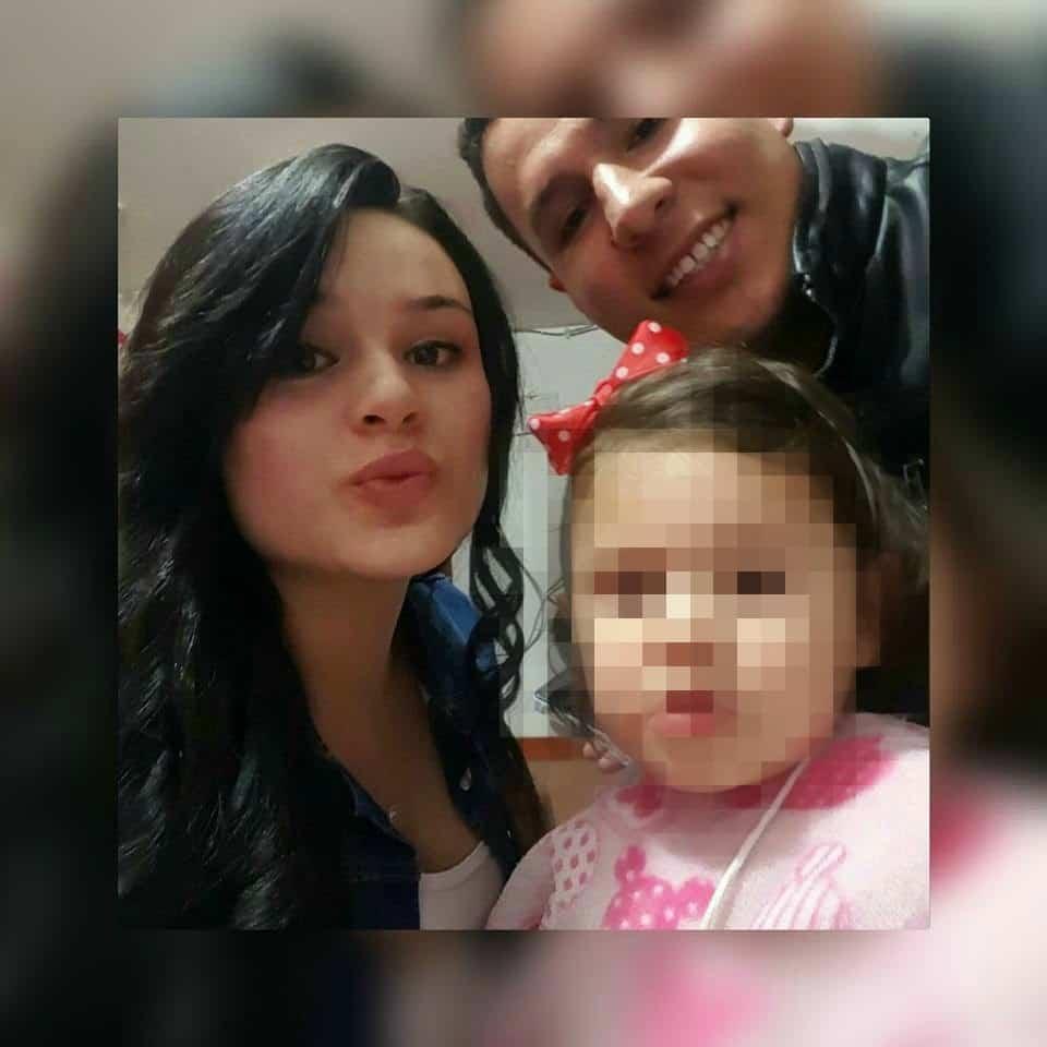 Angie Katerín Herrera junto a Fray Ardila y su hija de 2 años