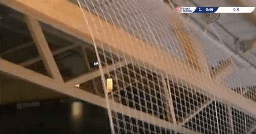 Techo de estadio desplomándose. Pulzo.com