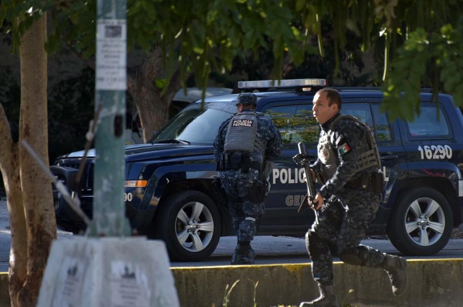 Atacan a tiros varios edificios públicos en el balneario mexicano de Cancún