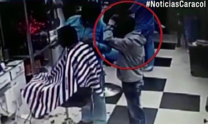 Ladrón espera la oportunidad para robar