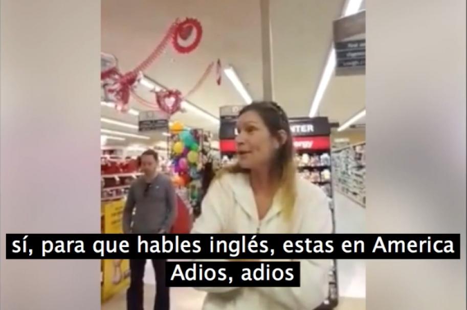 Mujer racista pide que hablen inglés