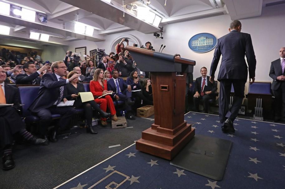 Obama sale del recinto después de su última conferencia de prensa
