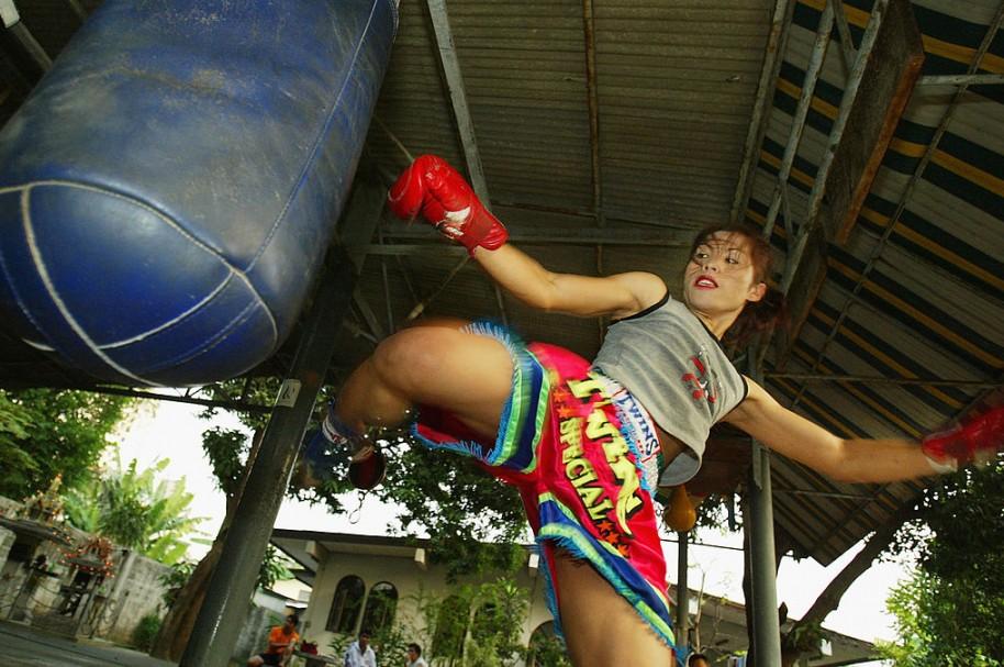 Luchadora de muay thai. Pulzo.com