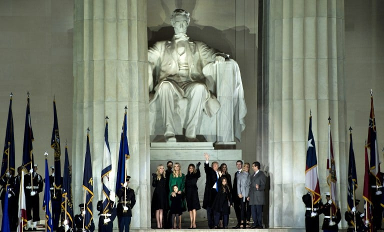 Trump en el Lincoln Memorial de Washington