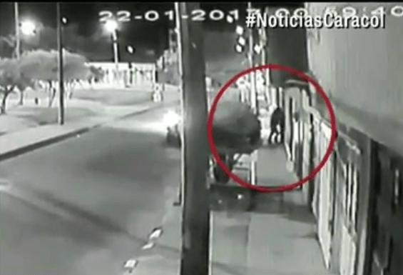 Video en el que se ve a los ladrones saliendo de la casa