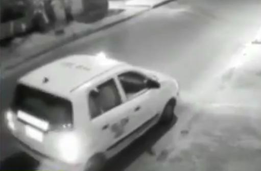 Taxi que habría participado en el robo