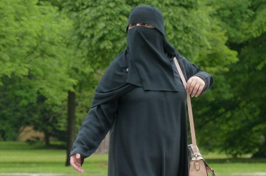 Mujer con velo islámico. Pulzo.com
