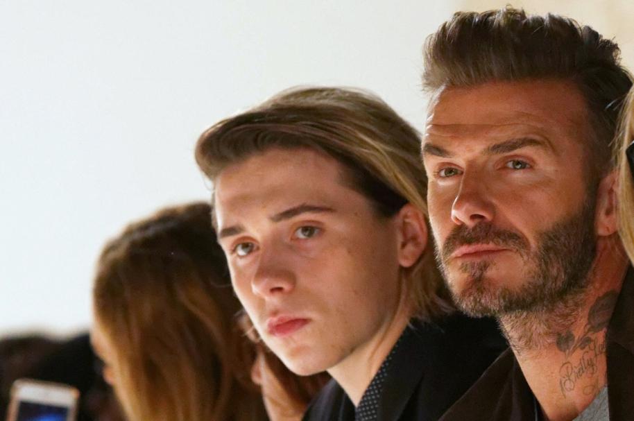 El exfutbolista David Beckham y su hijo Brooklyn.