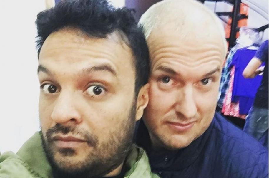 Julián Román y Andrés Parra, actores que interpretan a Carlos Uscátegui y Hugo Chávez en 'El comandante'.