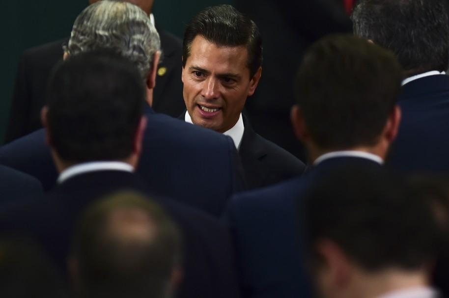 Enrique Peña Nieto, a su llegada a un discurso en México