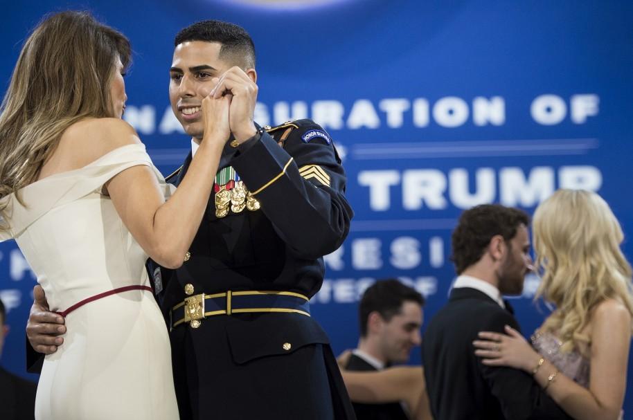 Melania Trump baila con José Medina