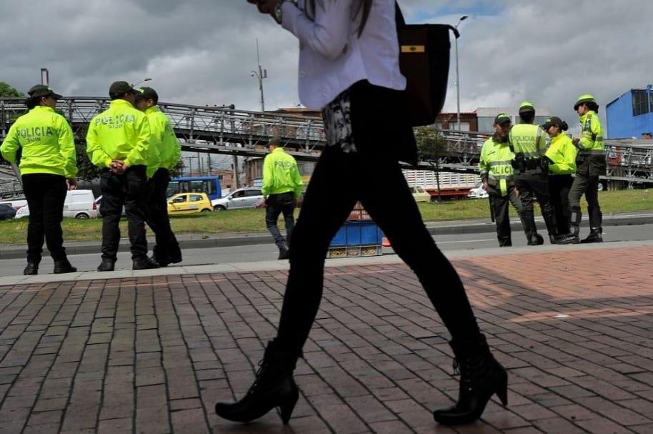 Coqueteo entre policías