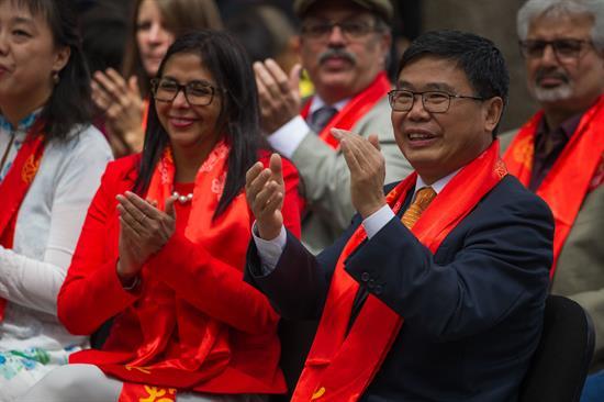 Canciller venezolana junto a embajador de China en Venezuela