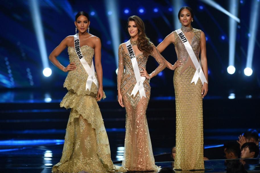 Andrea Tovar y Raquel Pellisier, Señorita Colombia y Señorita Haiti, junto a la Miss Universo 2017, la francesa a Iris Mittenaere (centro).