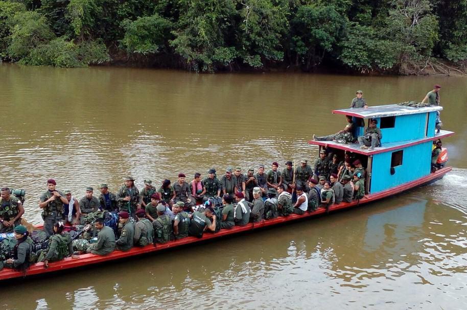 LAS FARC INICIAN MARCHA A ZONAS DE CONCENTRACIÓN CON CRÍTICAS AL GOBIERNO