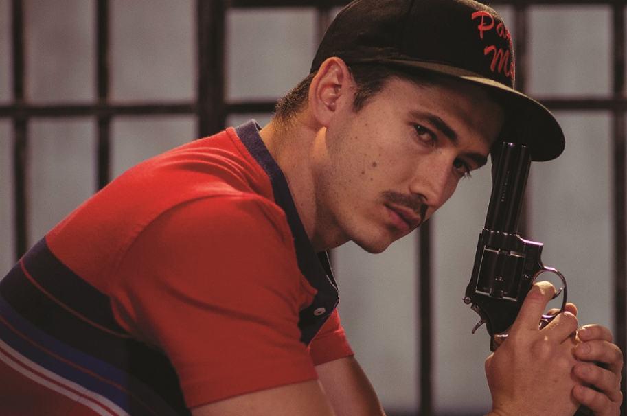 El actor Juan Pablo Urrego, interpretando al sicario John Jairo Velásquez Vásquez, alias 'JJ' o 'Popeye'', en la serie 'Alias JJ' de Caracol.
