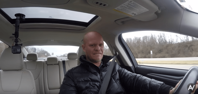 Youtuber 'autovlog' pone reversa mientras conduce. Pulzo.com
