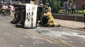 Accidente de ruta escolar y taxi en Engativá