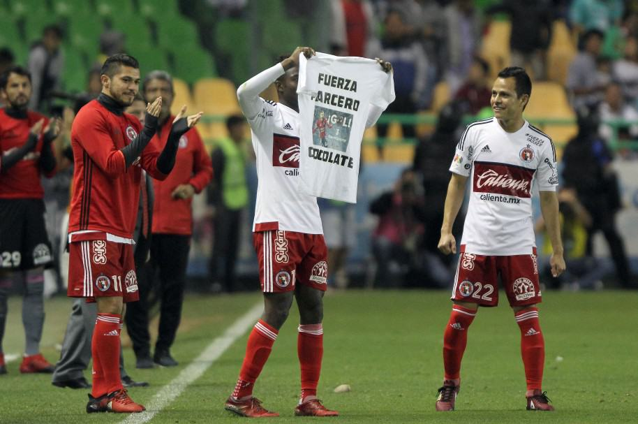 Avilés Hurtado (C) de Tijuana celebra su gol contra León