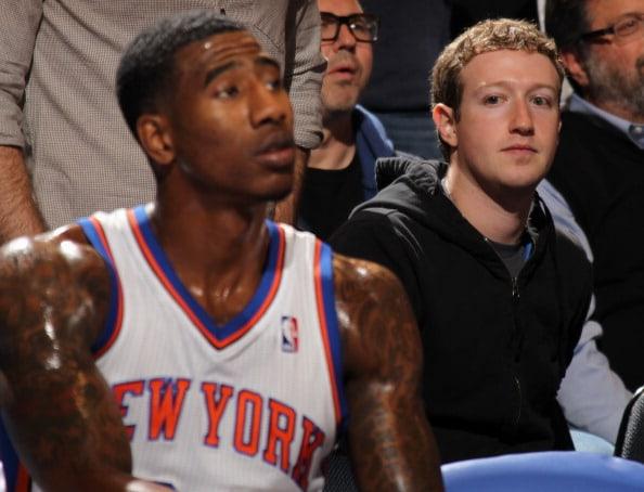 Mark Zuckerberg viendo a los New York Knicks
