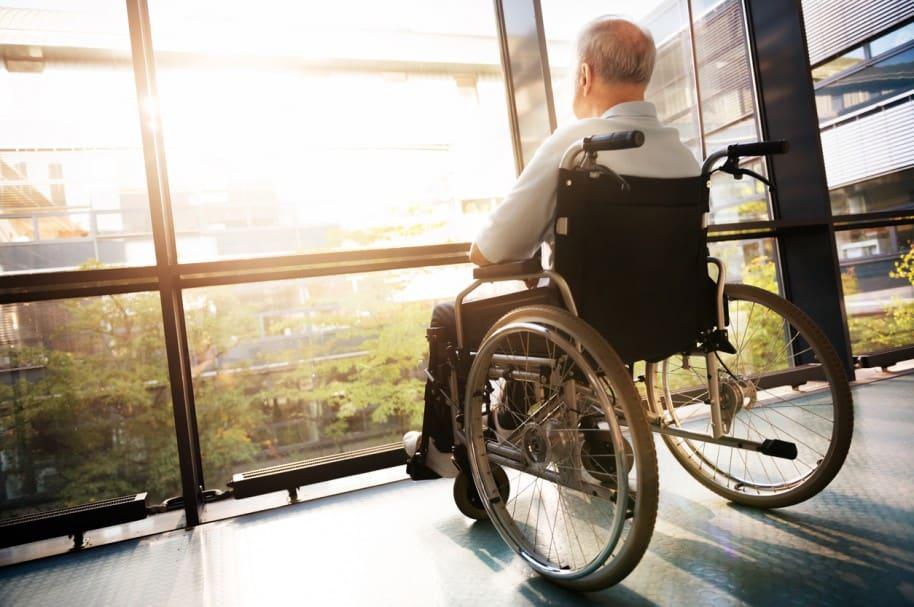 Anciano en un hospital. Pulzo.com