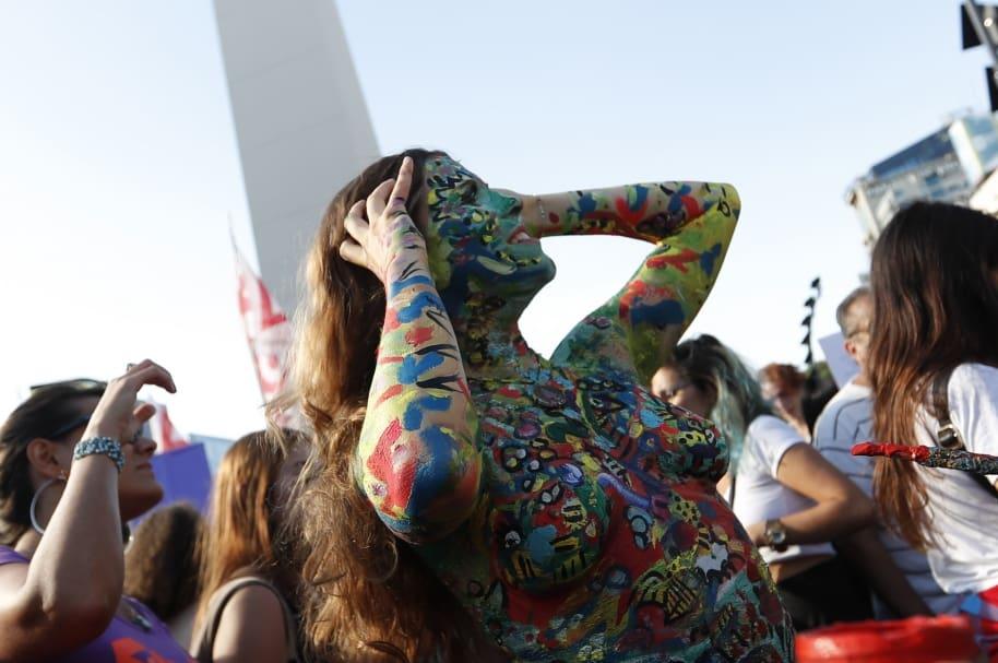 """""""Tetazo"""" en Buenos Aires contra la prohibición de hacer """"topless"""" en Argentina"""