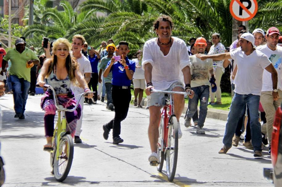 Shakira y Carlos Vives grabando video de 'La bicicleta'.