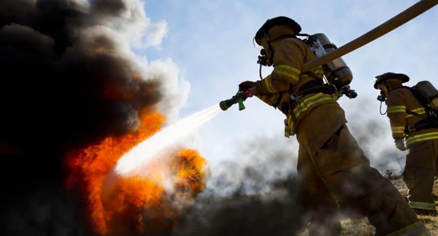 Bomberos apagan incendio. Pulzo.com