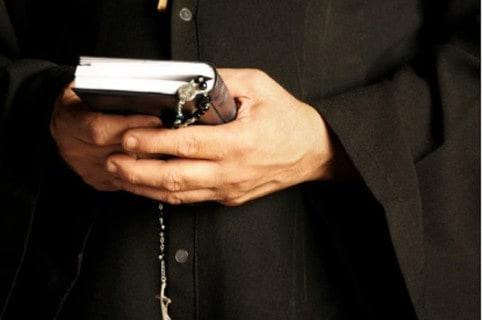 Cura, sacerdote