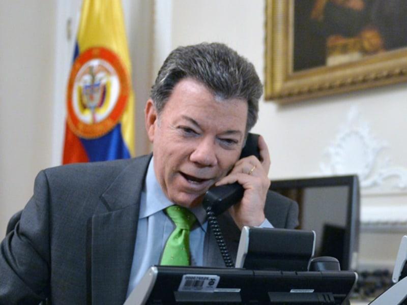 Diálogo telefónico de Santos con Pence