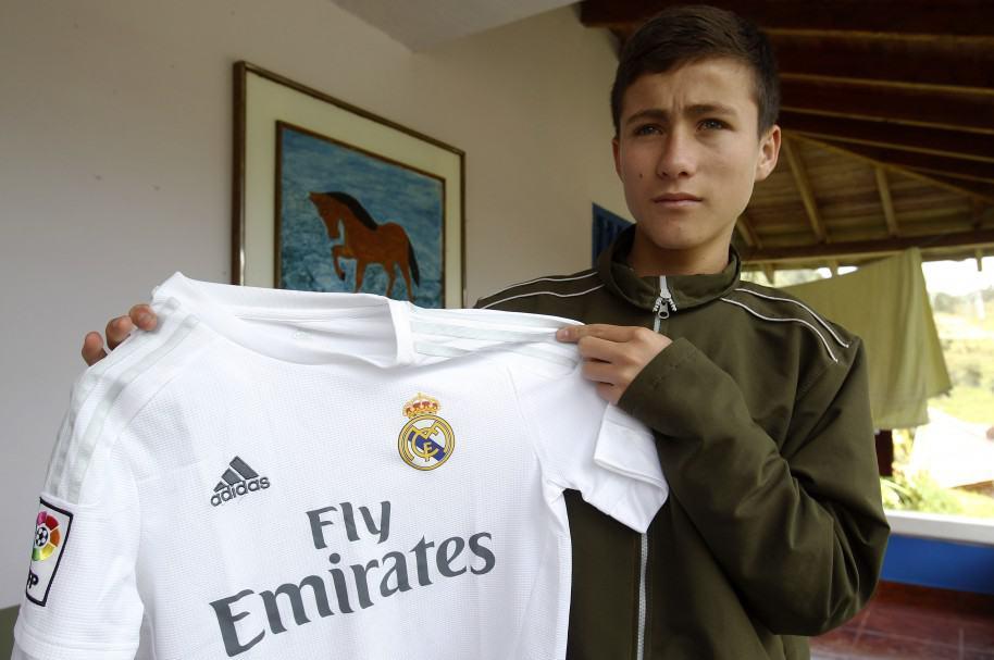 """""""Niño ángel"""" de Chapecoense lleva a España mensajes para Zidane y James"""