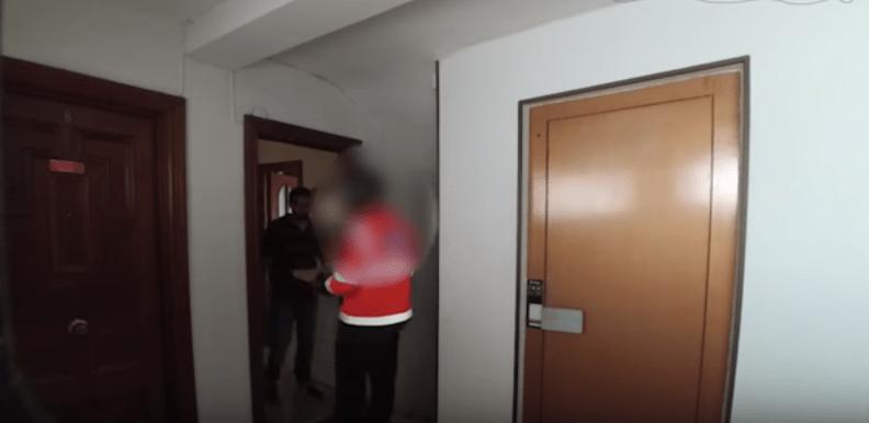 Broma con gas pimienta de youtuber Abel García a repartidor de pizza. Pulzo.com
