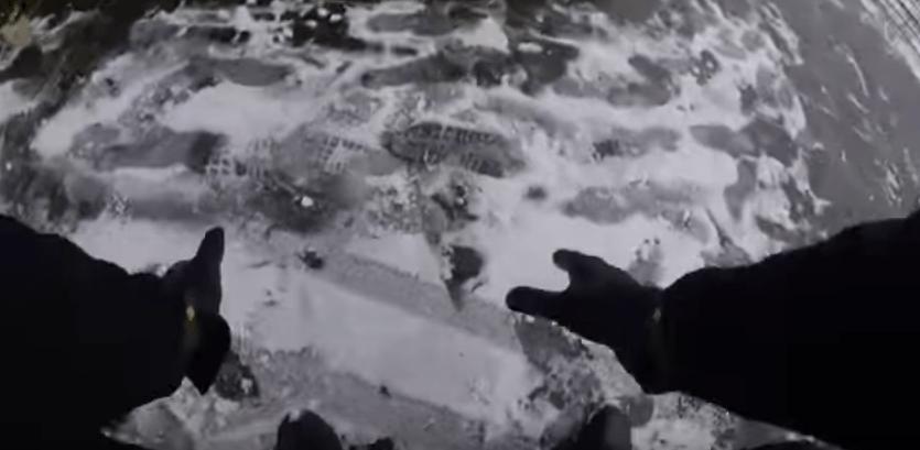 Batalla de nieve entre policía y niños. Pulzo.com