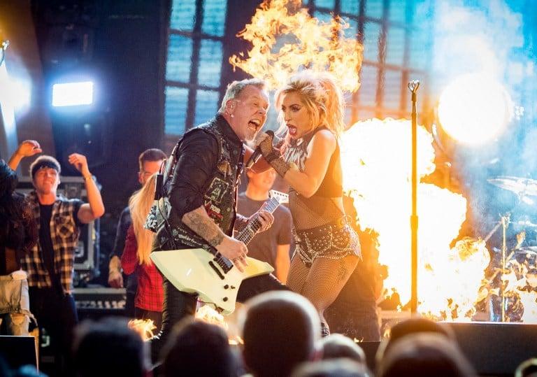 Presentación de Metallica y Lady Gaga en los Grammy. Pulzo.com