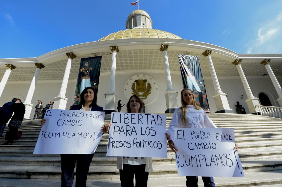 (I-D) La alcaldesa de San Cristobal, Patricia de Ceballos, Mitzy Capriles de Ledezma, y Lilian Tintori.