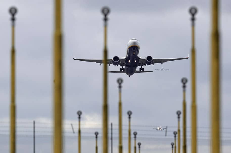 Avión aterrizando. Pulzo.com
